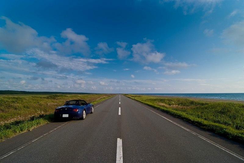 どこまでも道が続く絶景!北海道にある「美しき直 …